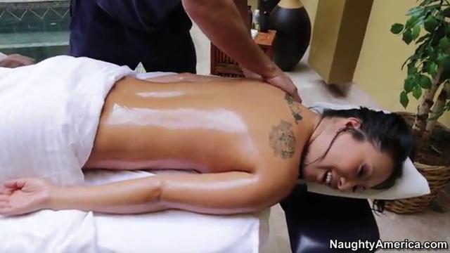 Азиатке сделал эротический массаж
